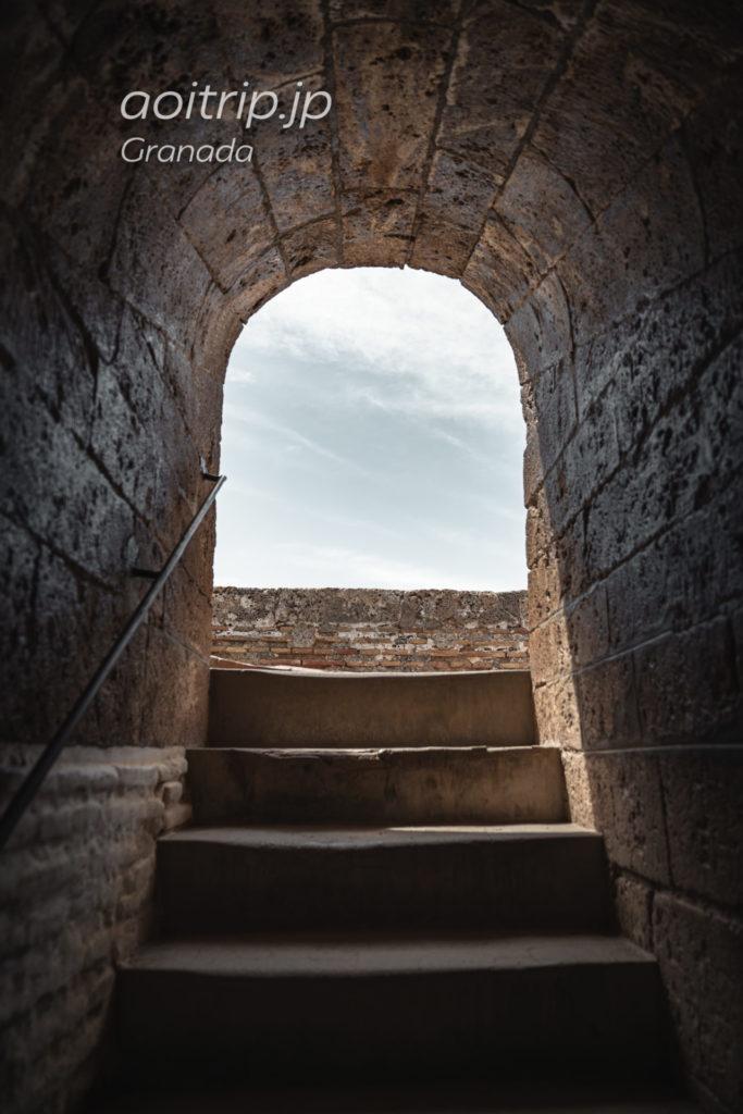 グラナダのアルハンブラ宮殿 アルカサバにあるベラの塔の階段