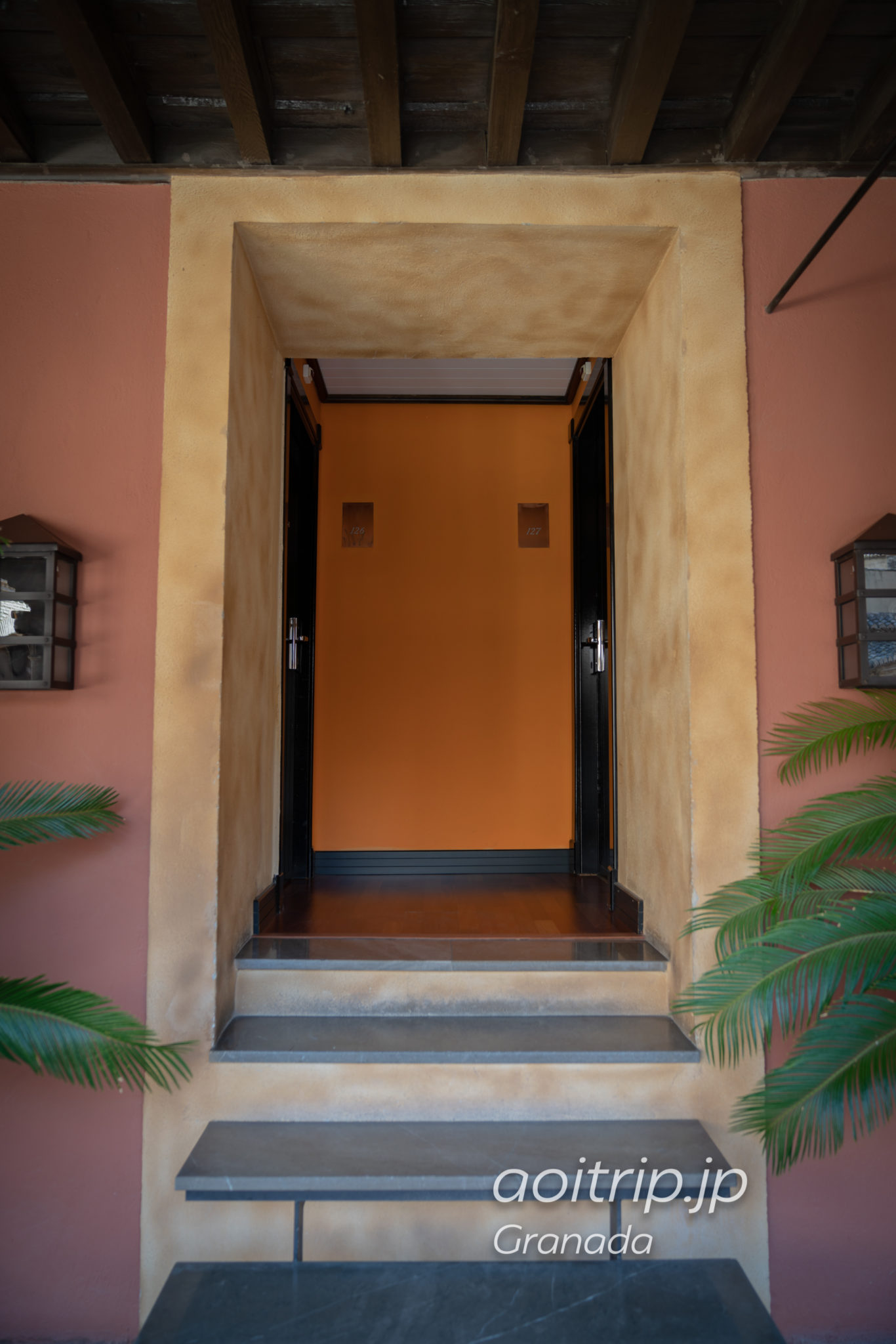 ホテル パラシオ デ サンタ パウラ グラナダ パティオに面する客室の入り口
