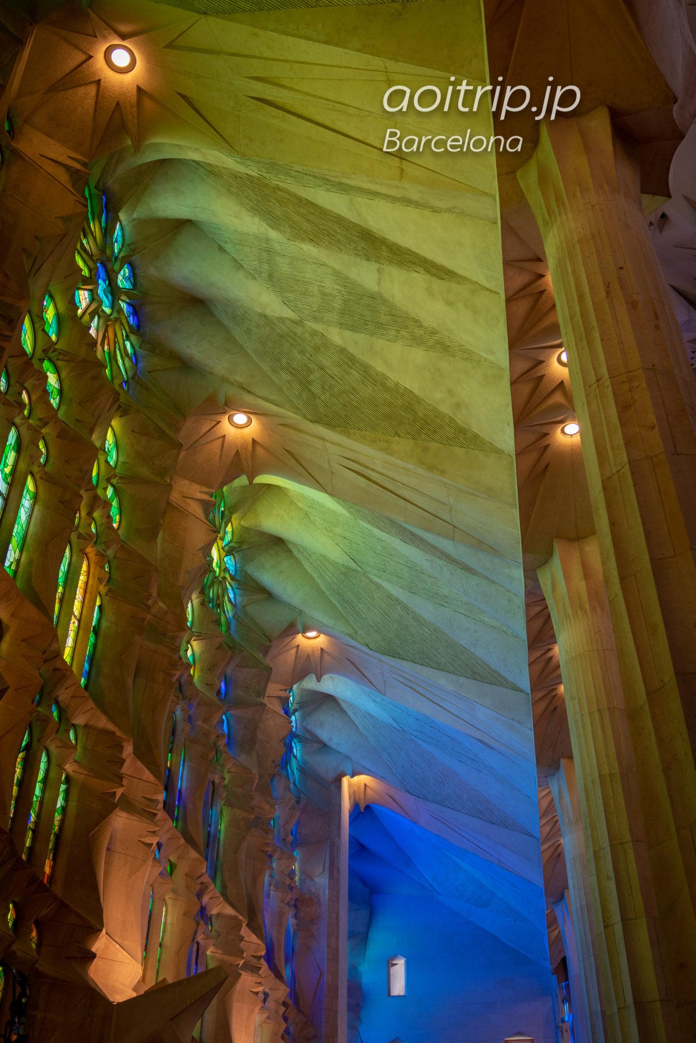 サグラダファミリア Basílica de la Sagrada Família 聖堂内部