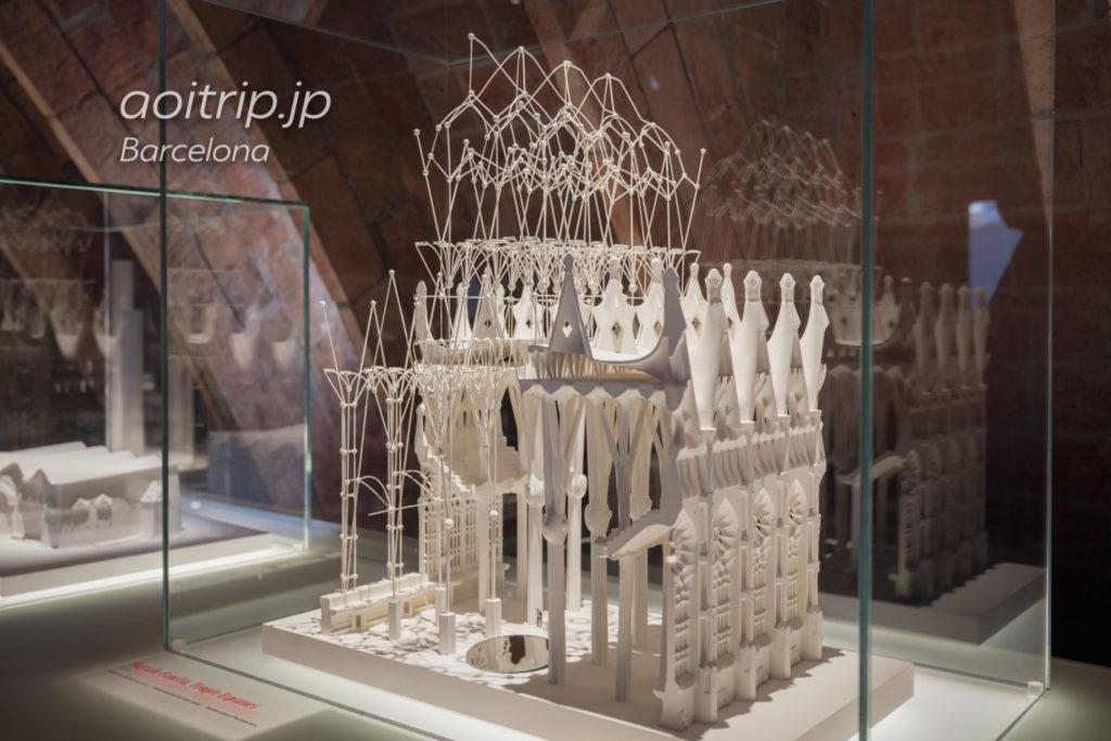 ガウディの「逆さ吊り実験」模型