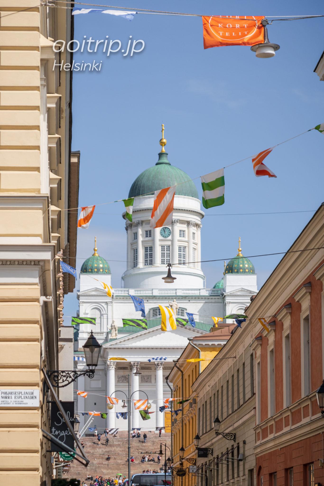 Sofiankatu通りから見るヘルシンキ大聖堂