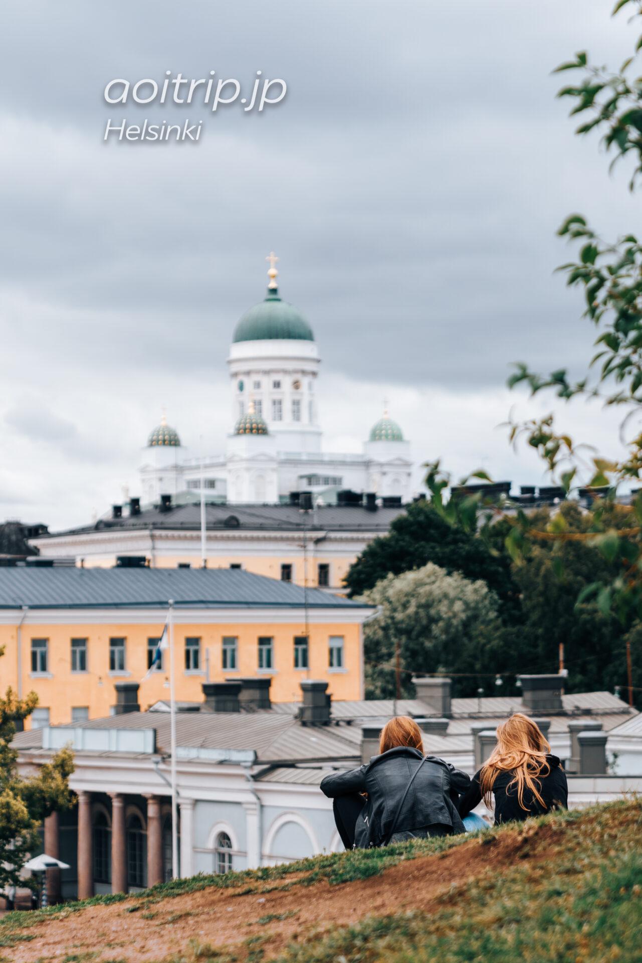 ヘルシンキの生神女就寝大聖堂から望むヘルシンキ大聖堂