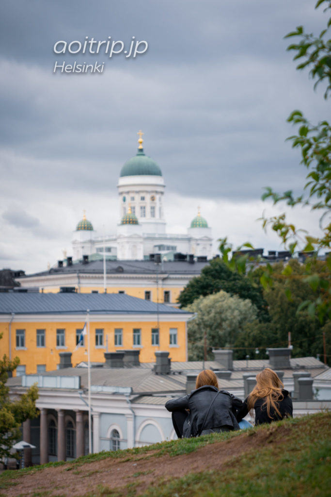生神女就寝大聖堂から望むヘルシンキ大聖堂