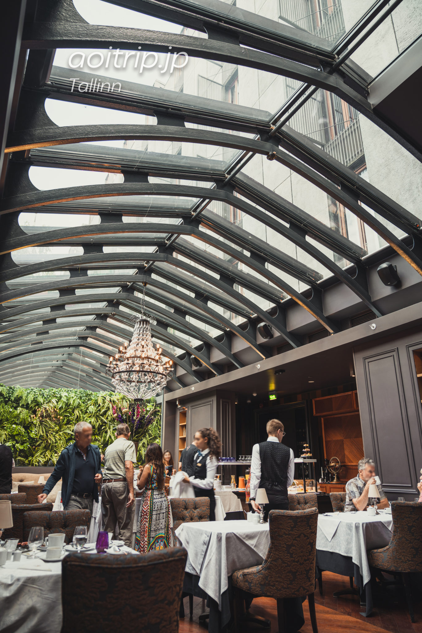 エストニア タリンのホテルテレグラーフ内のレストラン チャイコフスキー