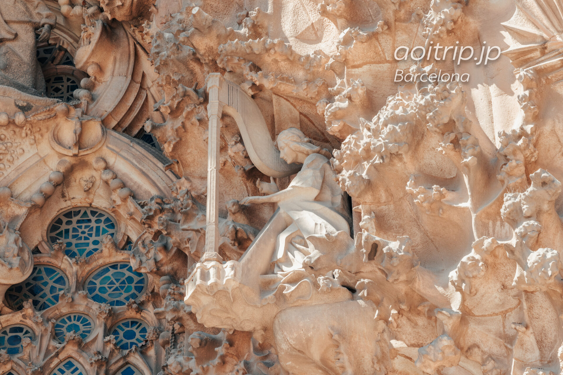 サグラダファミリア 生誕の門のハープ像