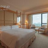 ルネッサンス リバーサイド ホテル サイゴン デラックススイートのベッドルーム
