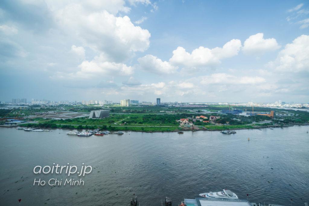 ルネッサンス リバーサイド ホテル サイゴン エグゼクティブスイートから望むサイゴン川の眺望