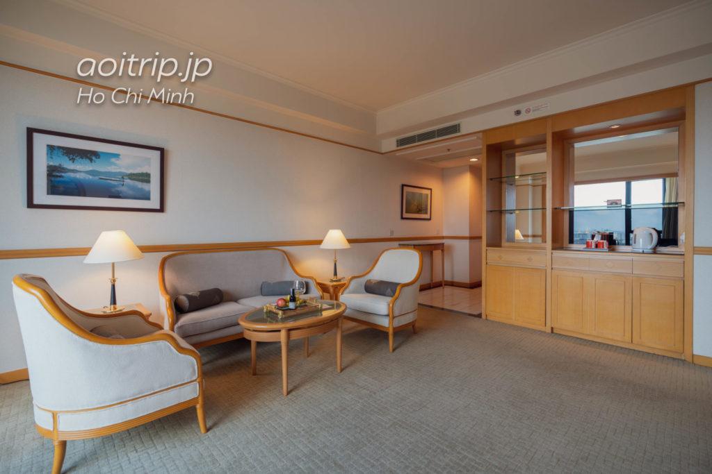 ルネッサンス リバーサイド ホテル サイゴン エグゼクティブスイートのリビングルーム