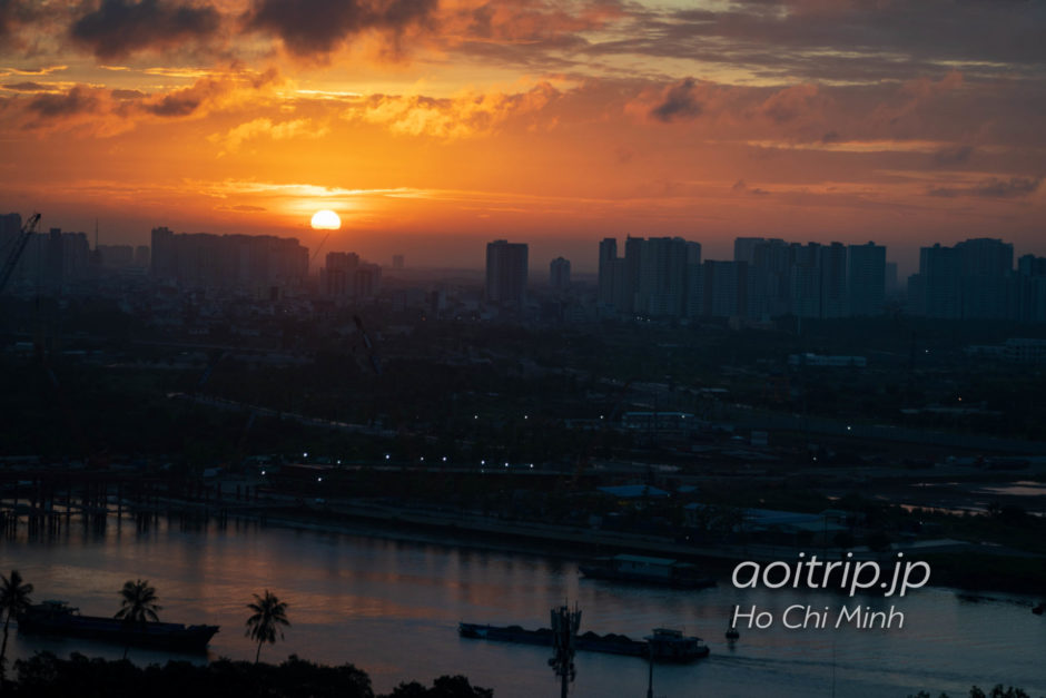 シェラトン サイゴン ホテル & タワーズから望むサイゴン川越しの朝日