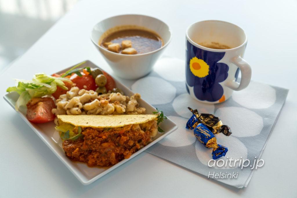 ヘルシンキヴァンター国際空港「シェンゲン協定加盟国エリア」にあるフィンエアーラウンジ 食事