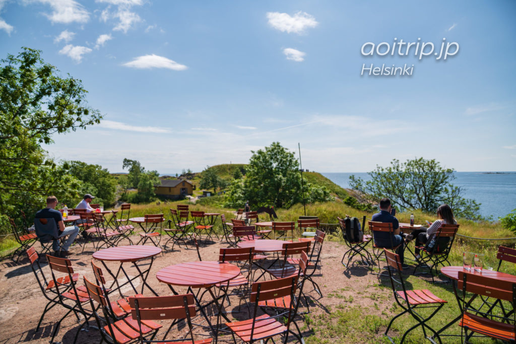 スオメンリンナ島のカフェ パイパー Café Piper テラス席