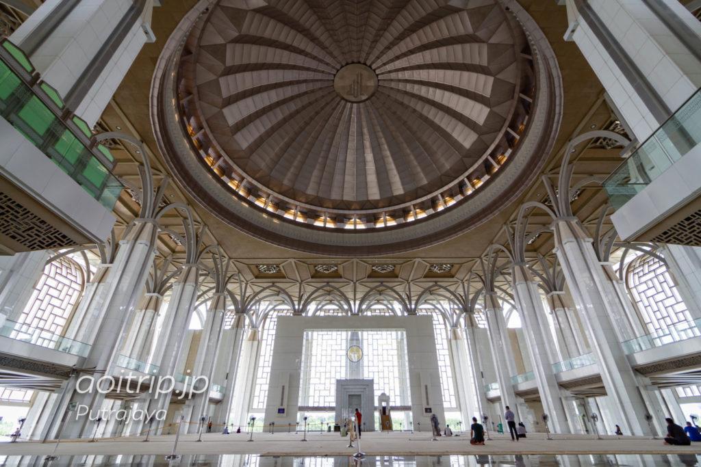 マレーシア プトラジャヤ 鉄のモスクの内部