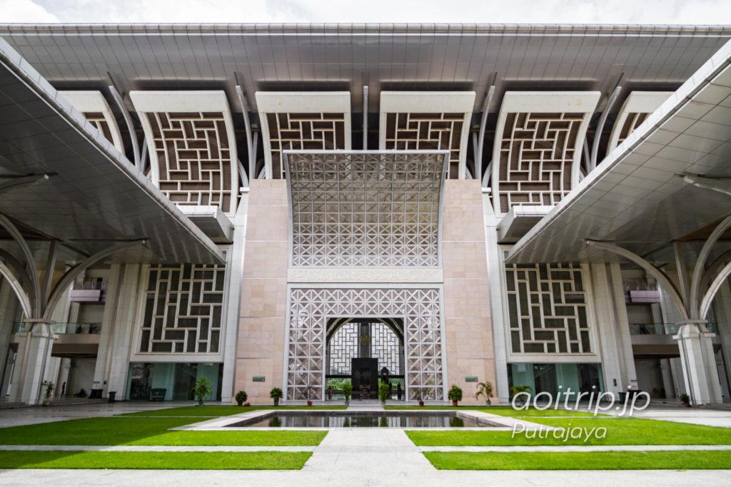 マレーシア プトラジャヤ 鉄のモスクの外観写真
