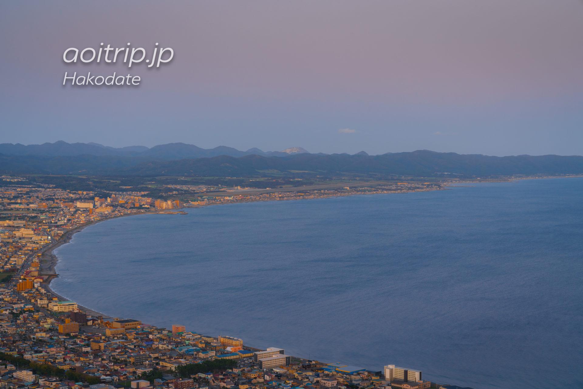 函館山展望台から撮影した函館空港