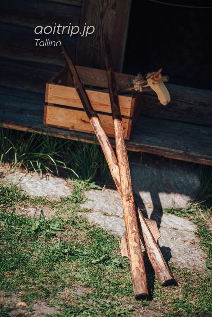 エストニア民族野外博物館(Estonian Open Air Museum)竹馬体験