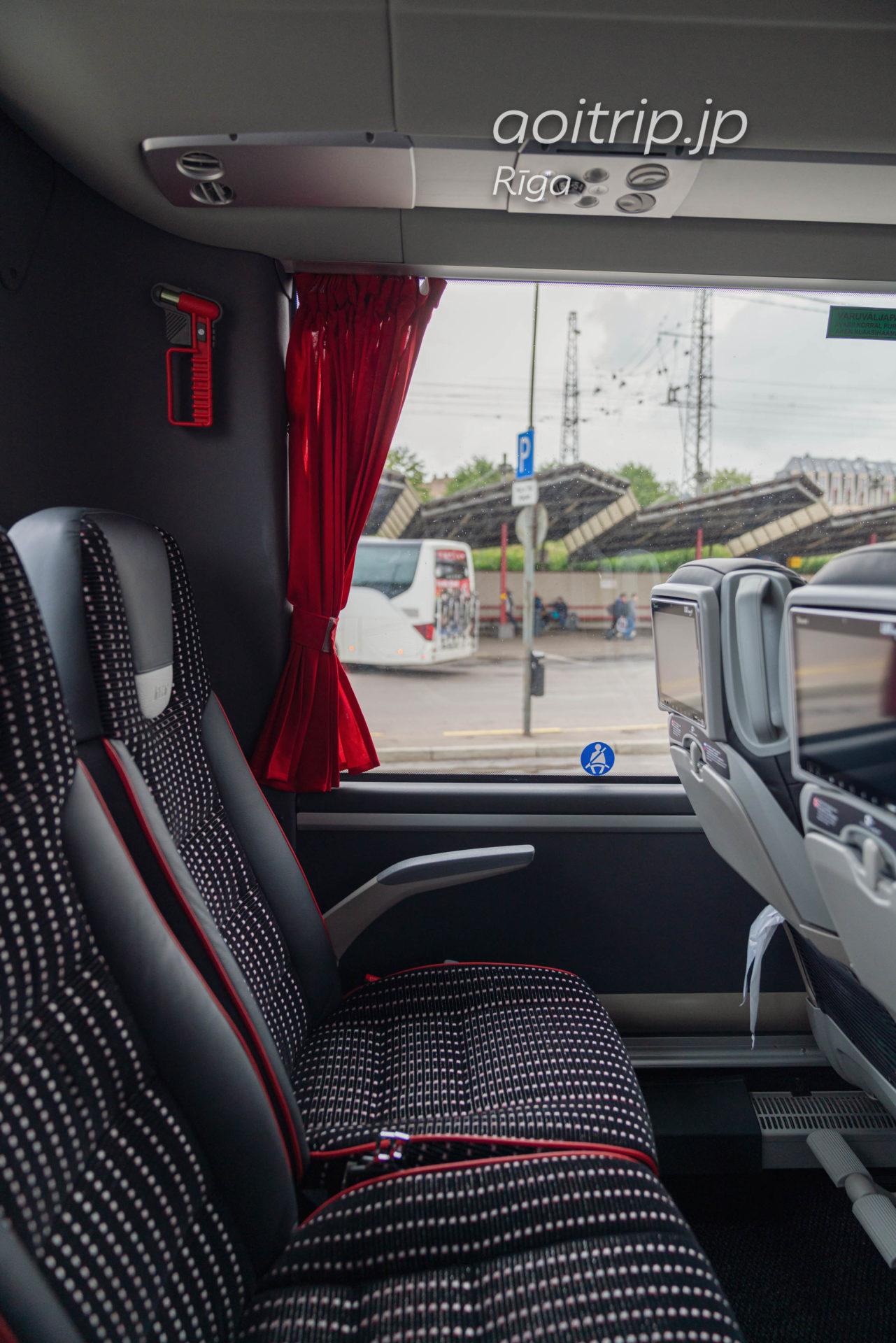 タリンからリガへバスで移動 Lux Expressのバスの車内