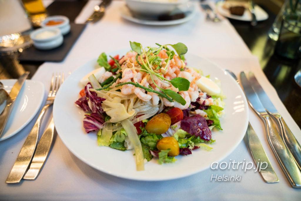 ヘルシンキのレストラン「Kappeli」のPrawn salad and smoked chilli dressing