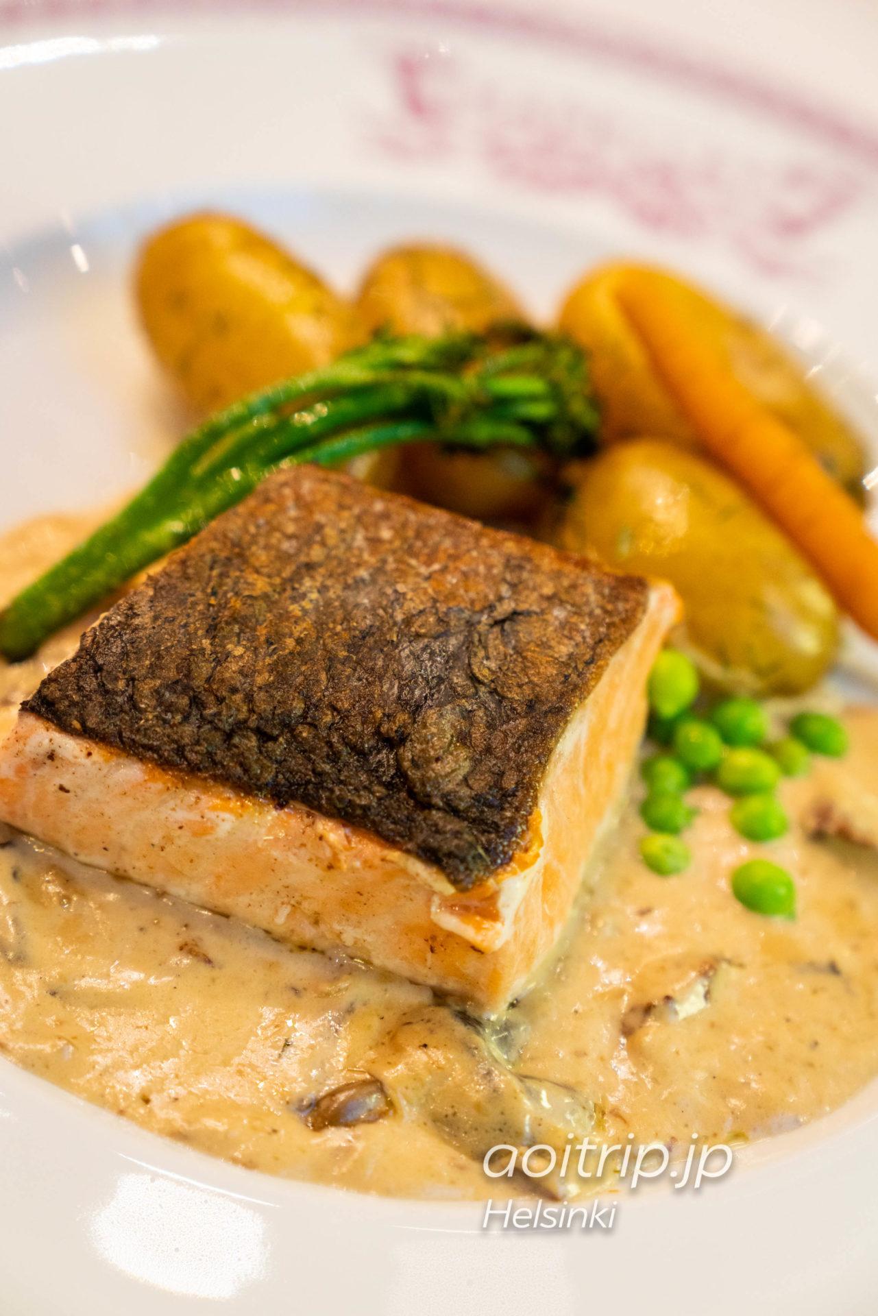 ヘルシンキのレストラン「Kappeli」のSmoked Atlantic salmon and creamed wild mushrroom
