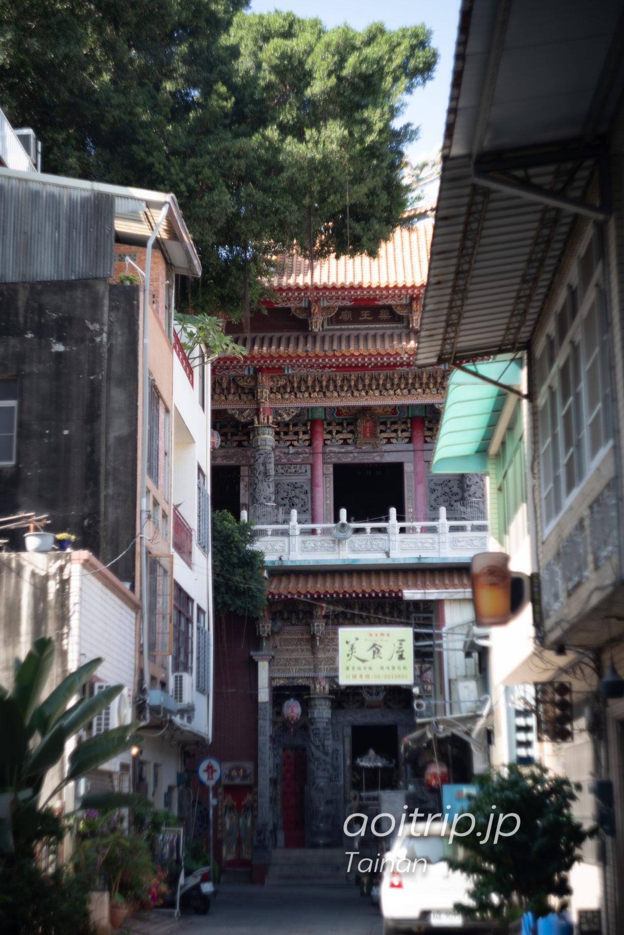 台南 神農街 薬王廟とガジュマルの樹木