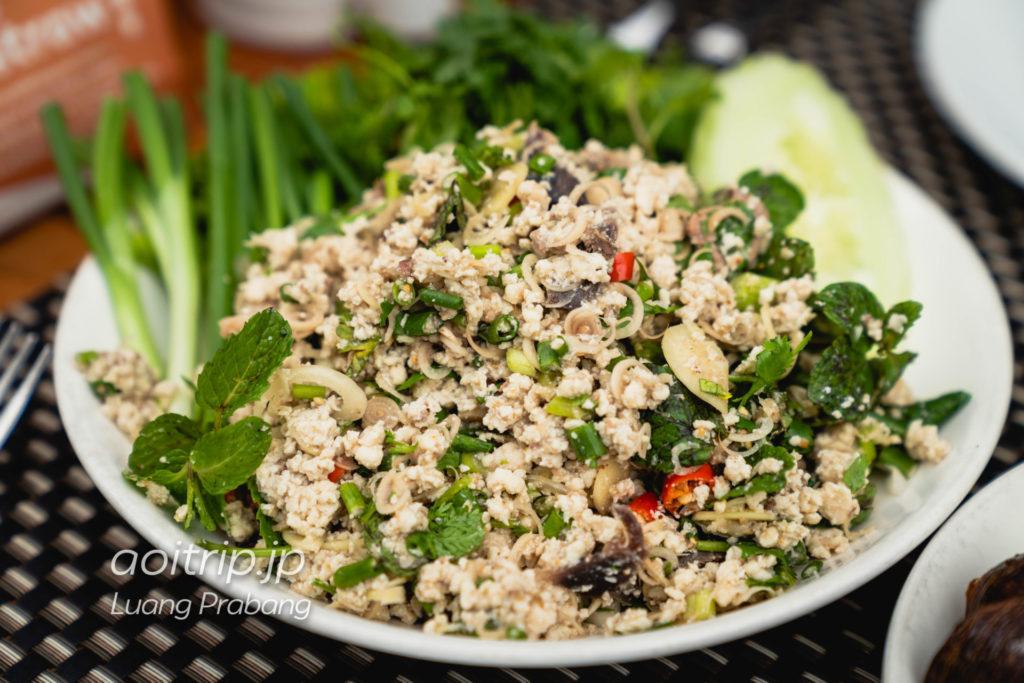 ルアンパバーンのCoconut Garden Laap Kai 43,000キープ(Minced Cooked Cold Chicken Salad with local herbs)