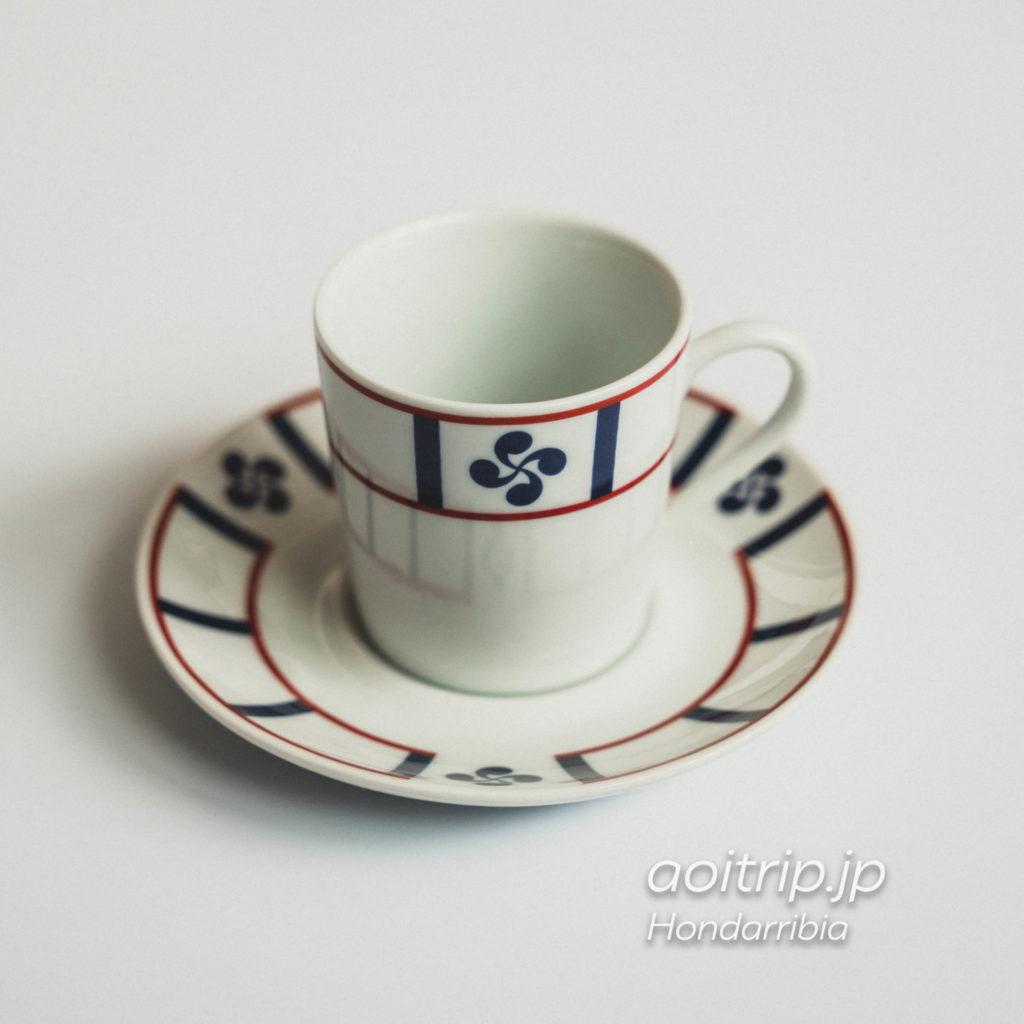 オンダリビアのお土産店Kuttixia(クティシア)で購入したバスク十字のカップ・ソーサー