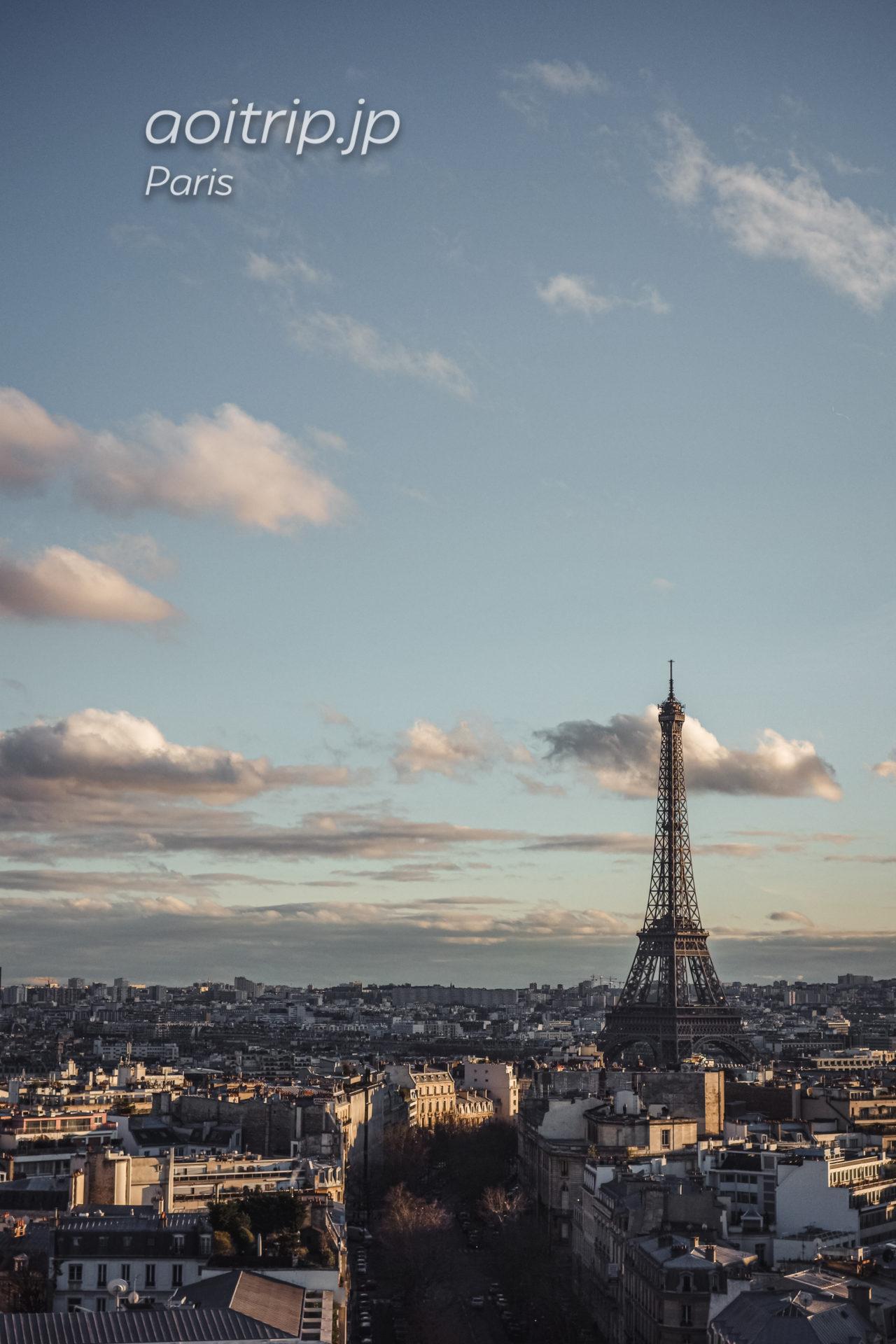 パリ・エトワール凱旋門からエッフェル塔を望む