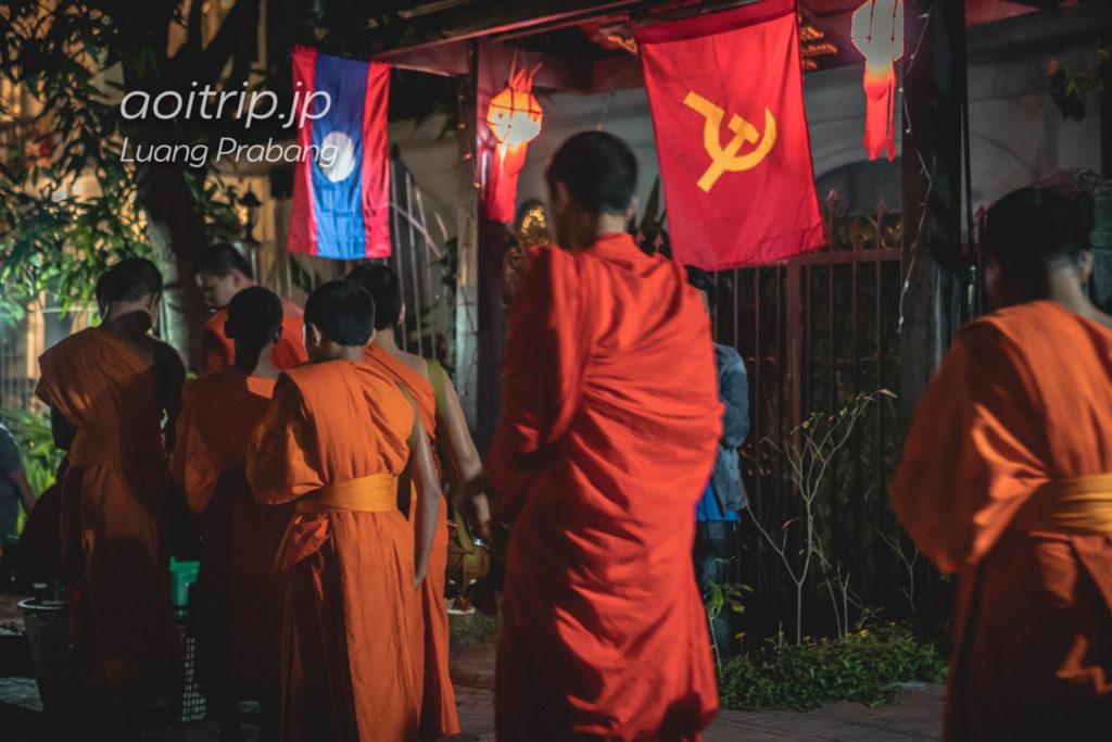 ルアンパバーンの托鉢 Morning alms in Luang Prabang, Laos