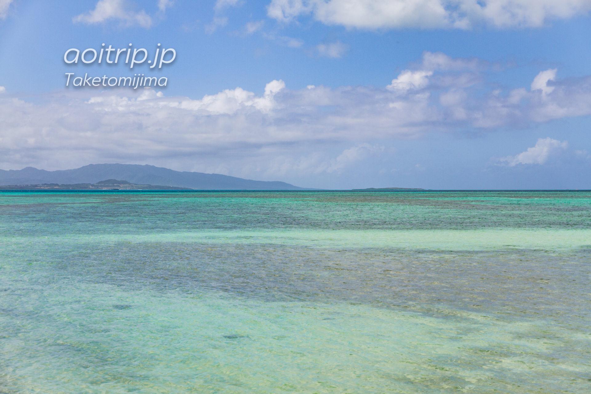 竹富島の西桟橋から望む小浜島、嘉弥真島、西表島