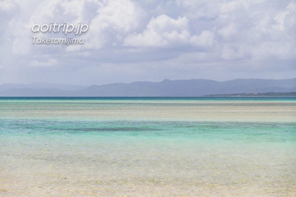 竹富島のコンドイビーチから望む西表島
