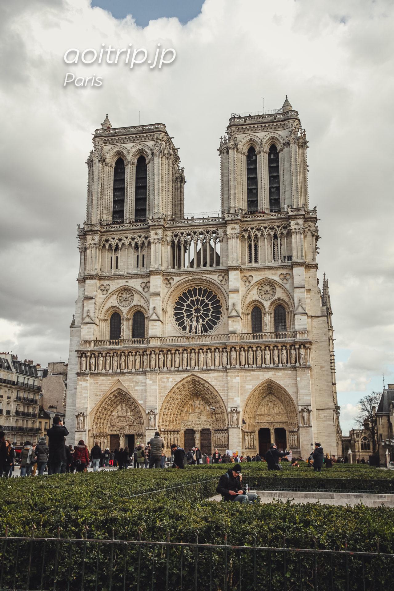 パリのノートルダム大聖堂 西側のファサード