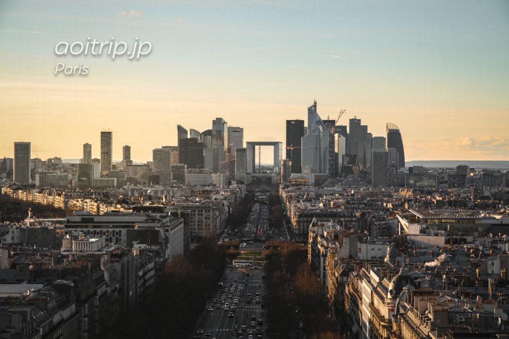 エトワール凱旋門から望むパリのビジネス街グランドアルシュ