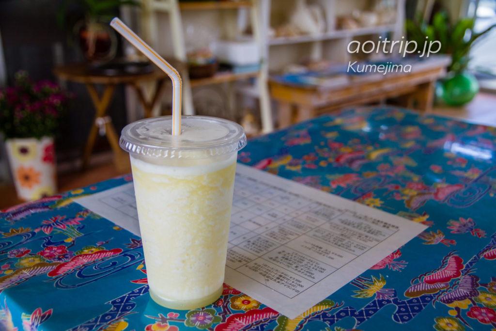 久米島の赤嶺パイン農園のパインジュース