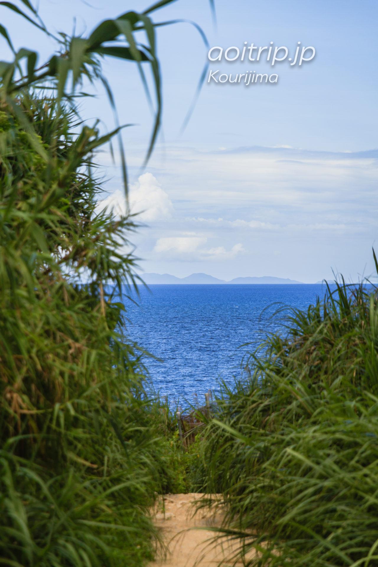 ティーヌ浜への道
