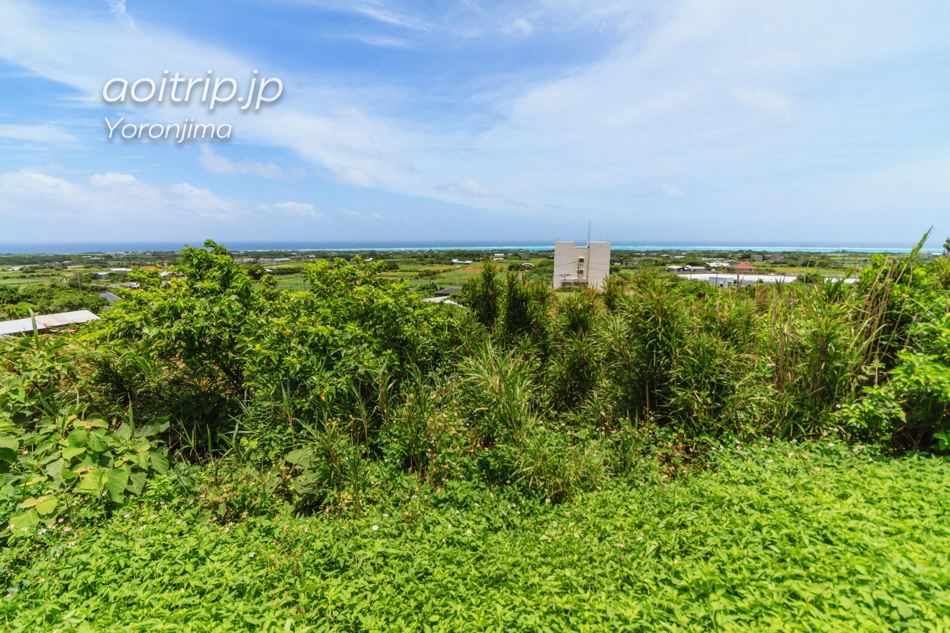 与論島 舵引き丘 東側の眺望