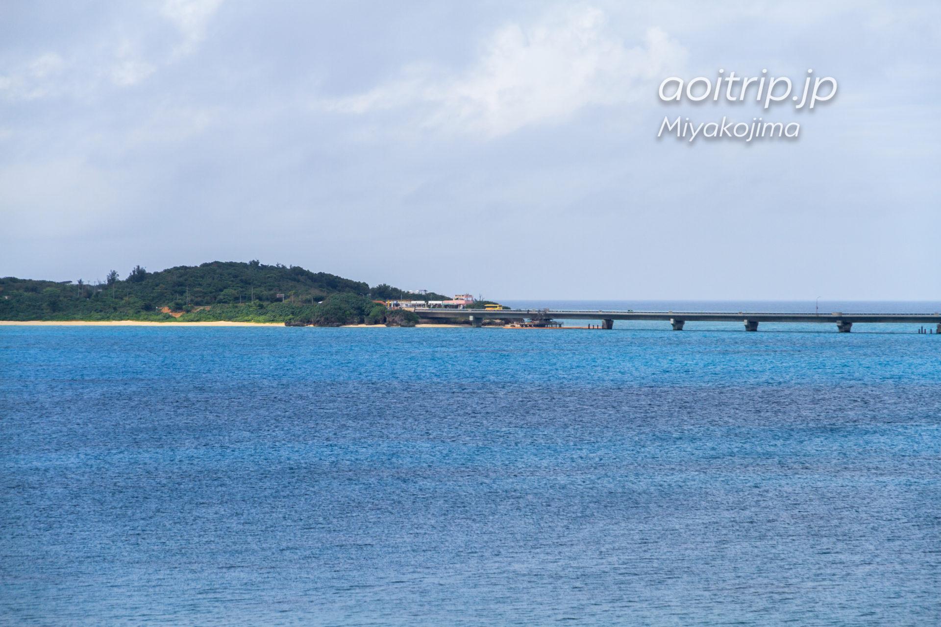 西平安名崎から望む池間島