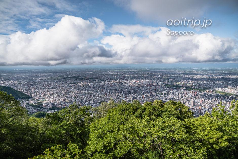 藻岩山の山頂から望む札幌の景色