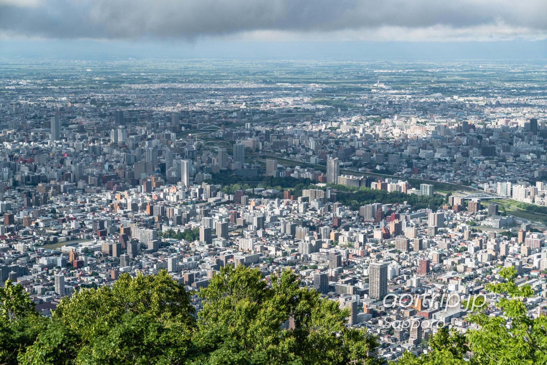 藻岩山展望台から望む中島公園