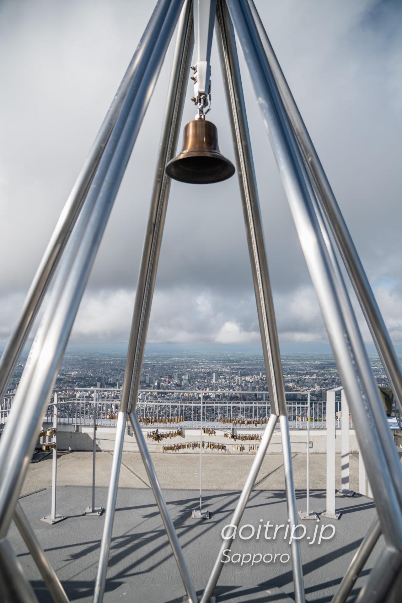 藻岩山展望台から望む幸せの鐘