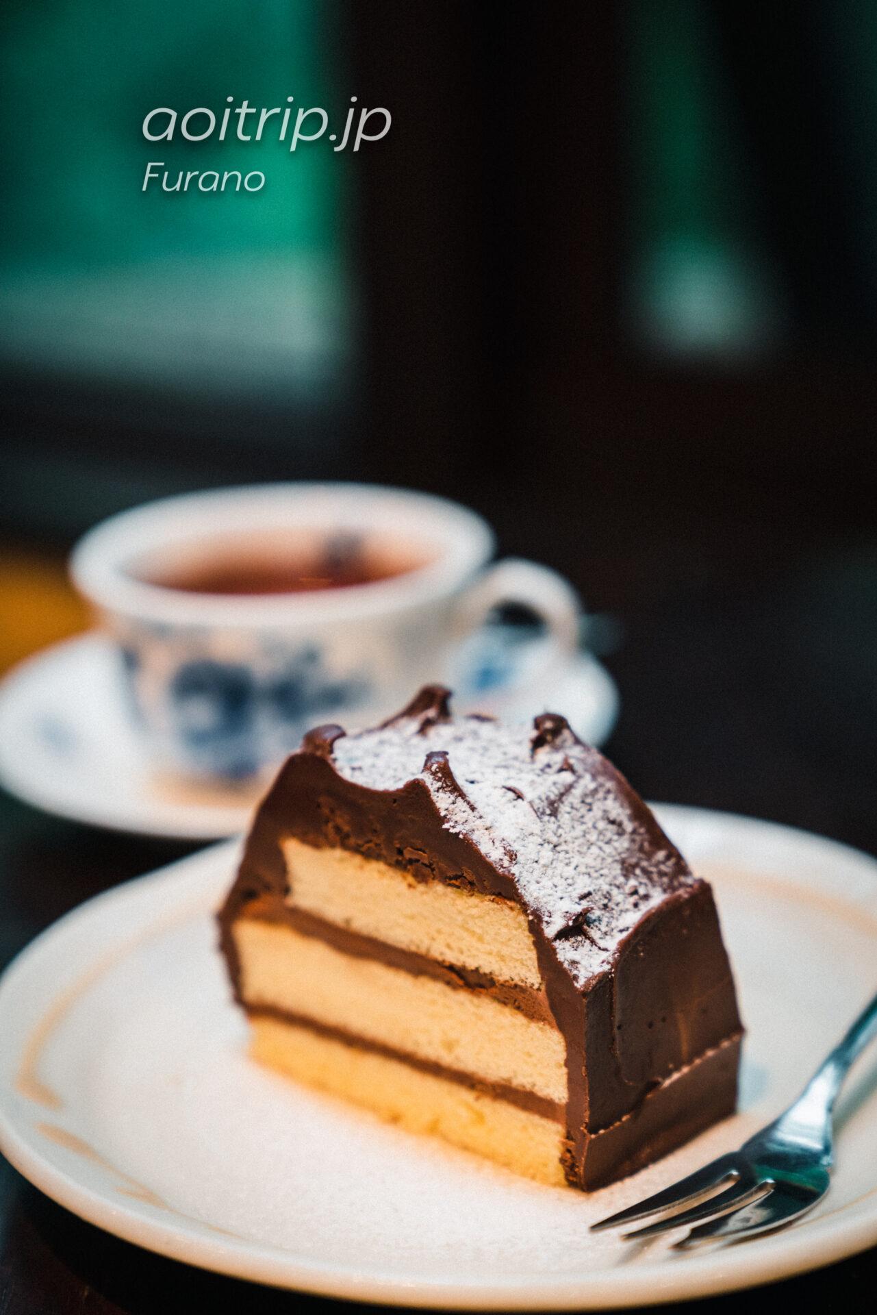 富良野・森の時計のチョコレートケーキ 雪解け