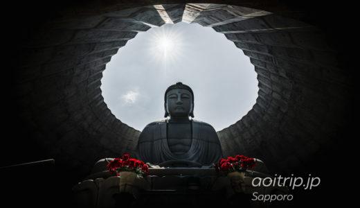 真駒内滝野霊園にある頭大仏殿とモアイ像(札幌市南区)