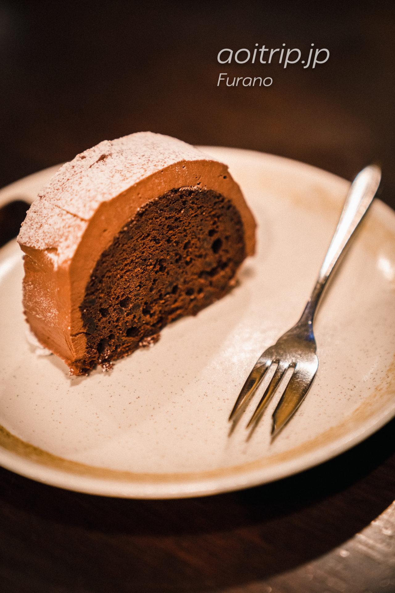富良野・森の時計のチョコレートケーキ初雪