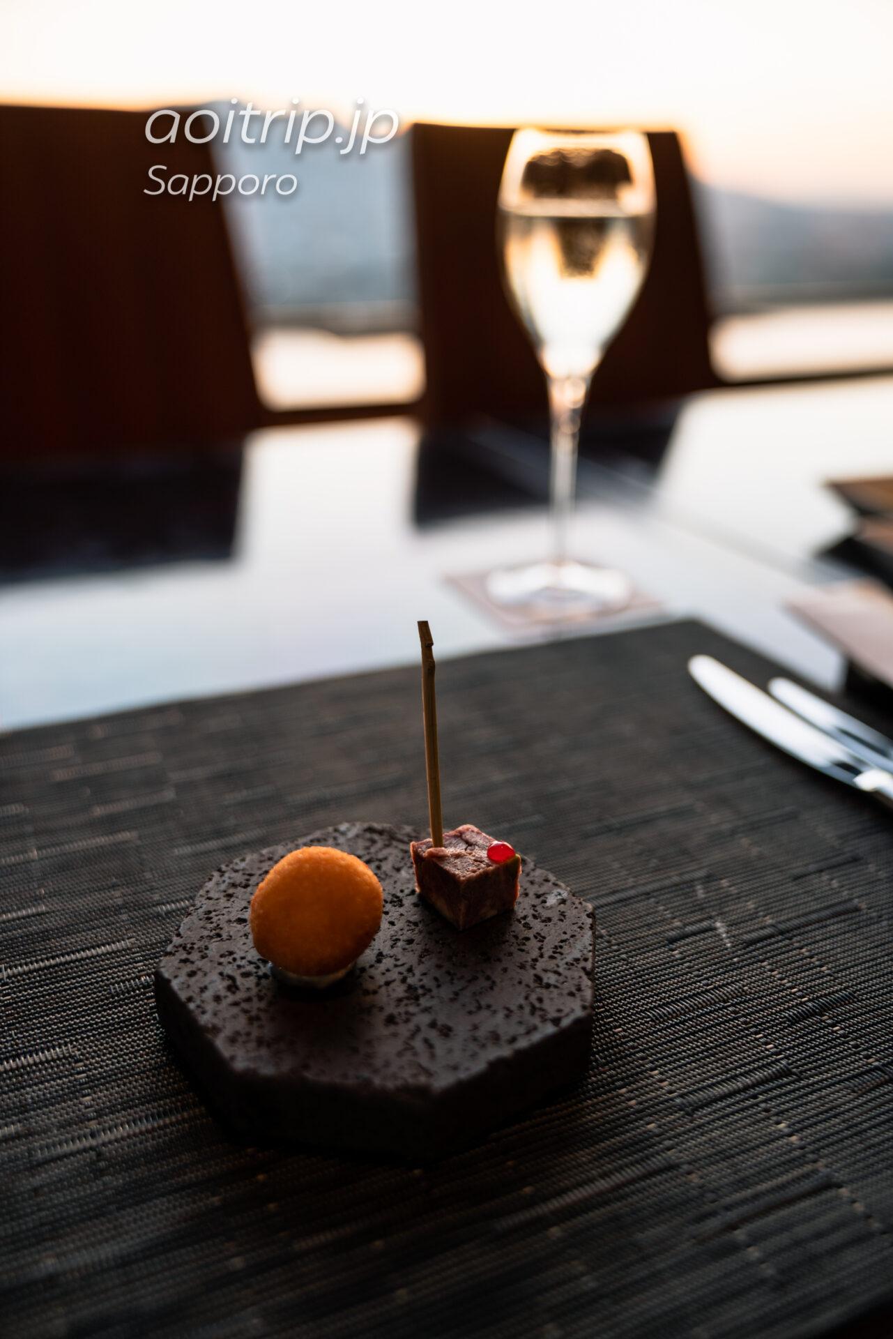 JRタワーホテル日航札幌 レストラン SKY Jのディナー 塩鱈のブランダードクロケット 蝦夷鹿のパテ グロゼイユのアクセント