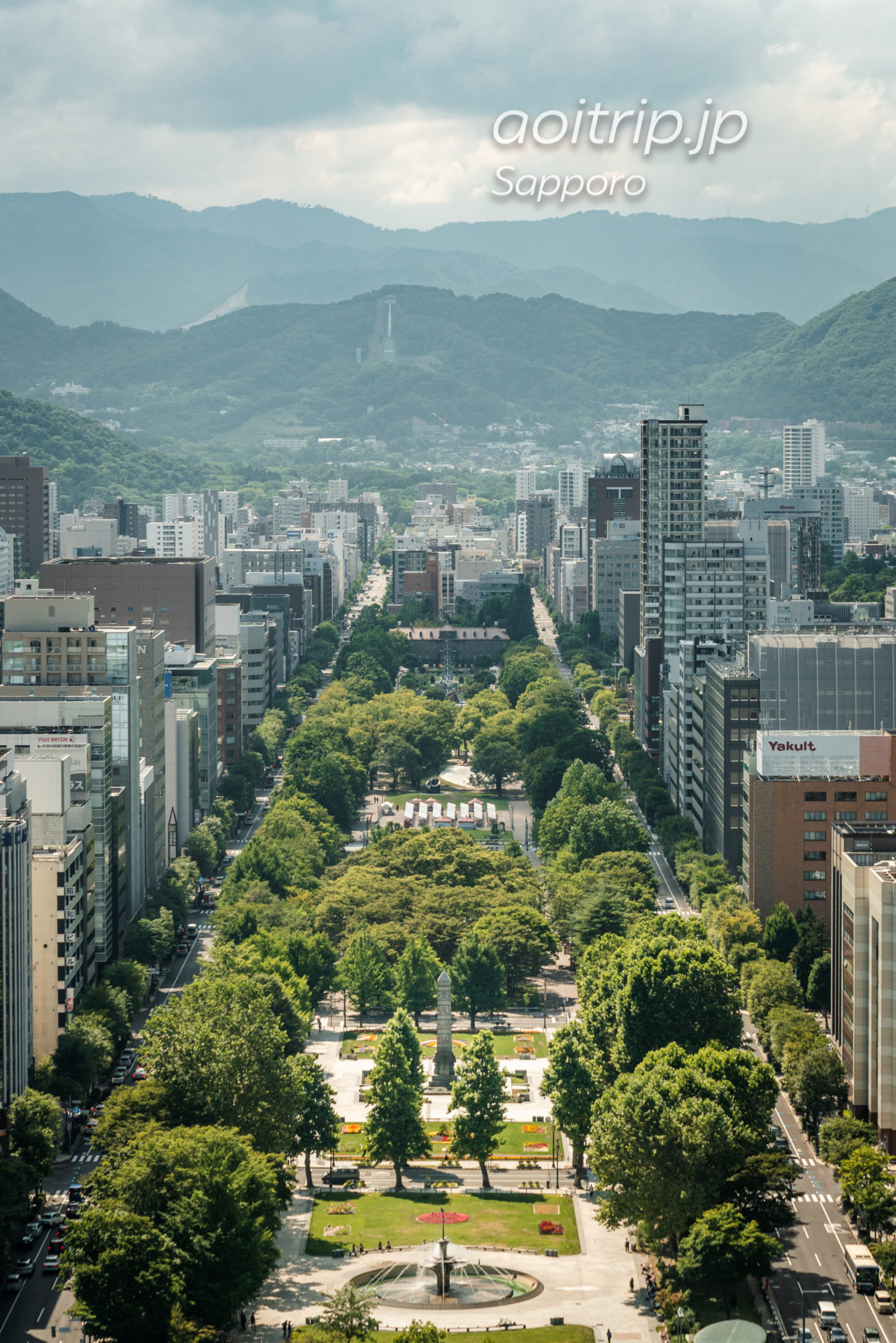 さっぽろテレビ塔展望台の眺望 西側 大通公園、円山