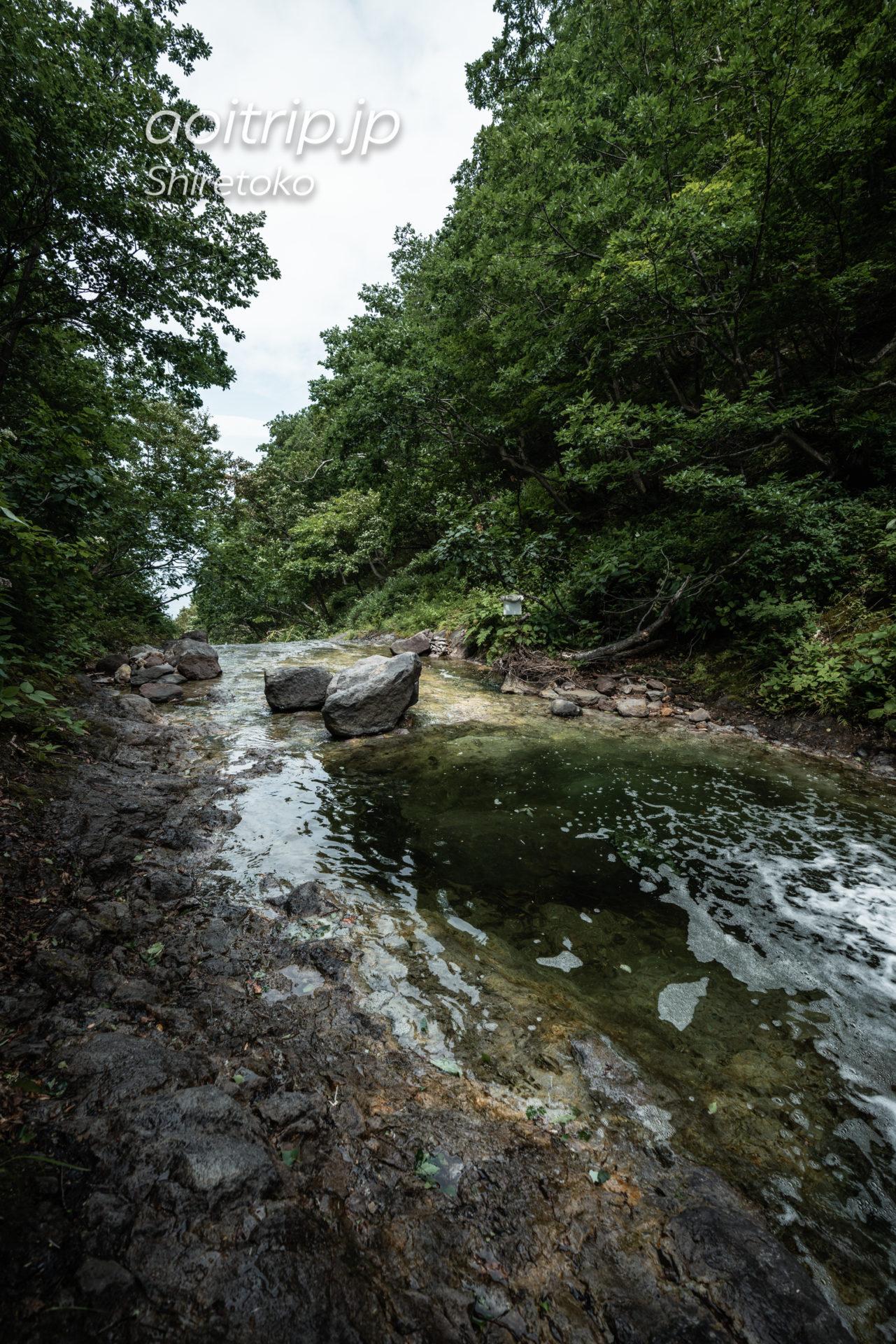 カムイワッカ湯の滝(Kamuiwakka Hot Falls)
