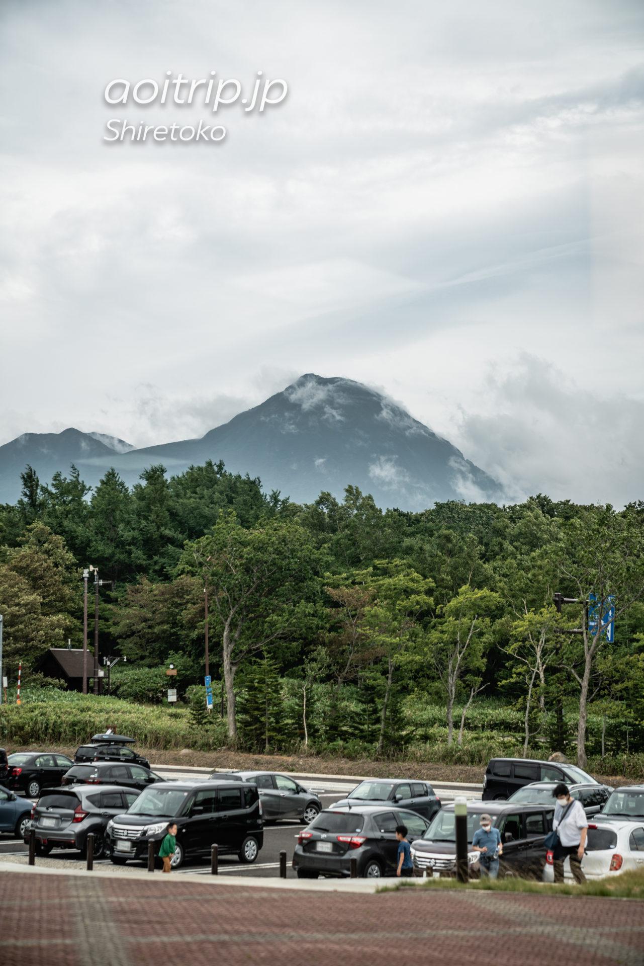 知床自然センターから撮影した羅臼岳