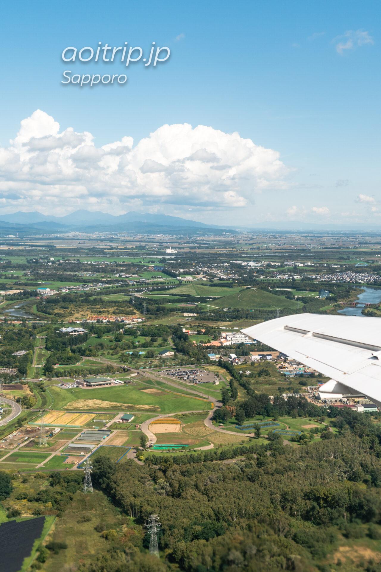 丘珠空港を出発した機内からモエレ沼公園を望む