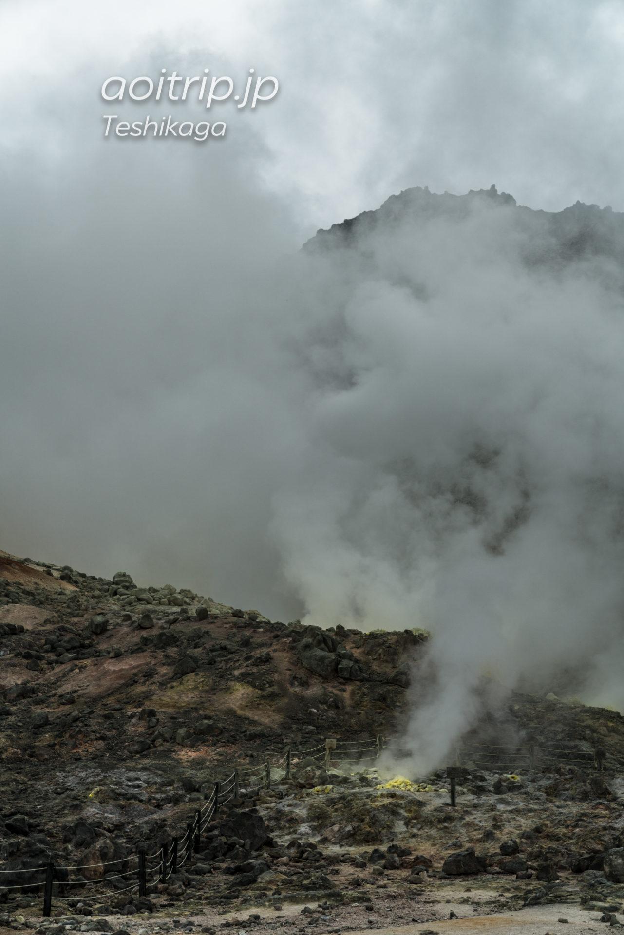 アトサヌプリ(硫黄山)圧巻の噴気孔と硫黄の結晶