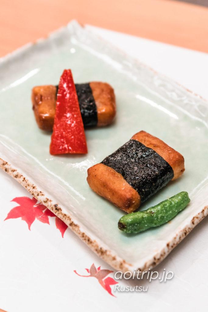 ウェスティンルスツリゾートの日本料理 風花 留寿都じゃが芋と⻑芋の芋餅 ⿊蜜ソースとバターソース