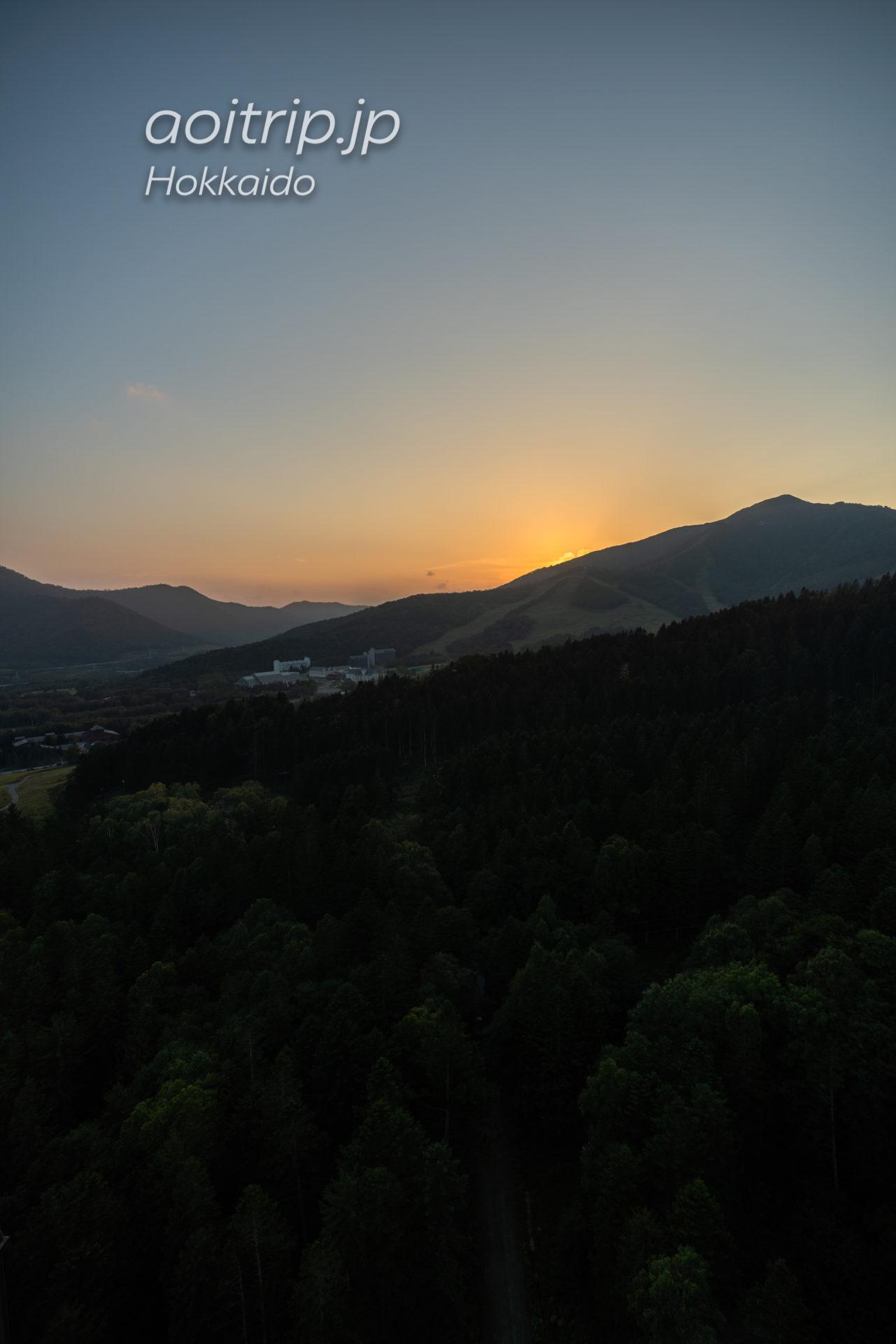 星野リゾート リゾナーレトマム 宿泊記 Hoshino Risonare Tomamu スイートツインルームの客室から望む夕焼け