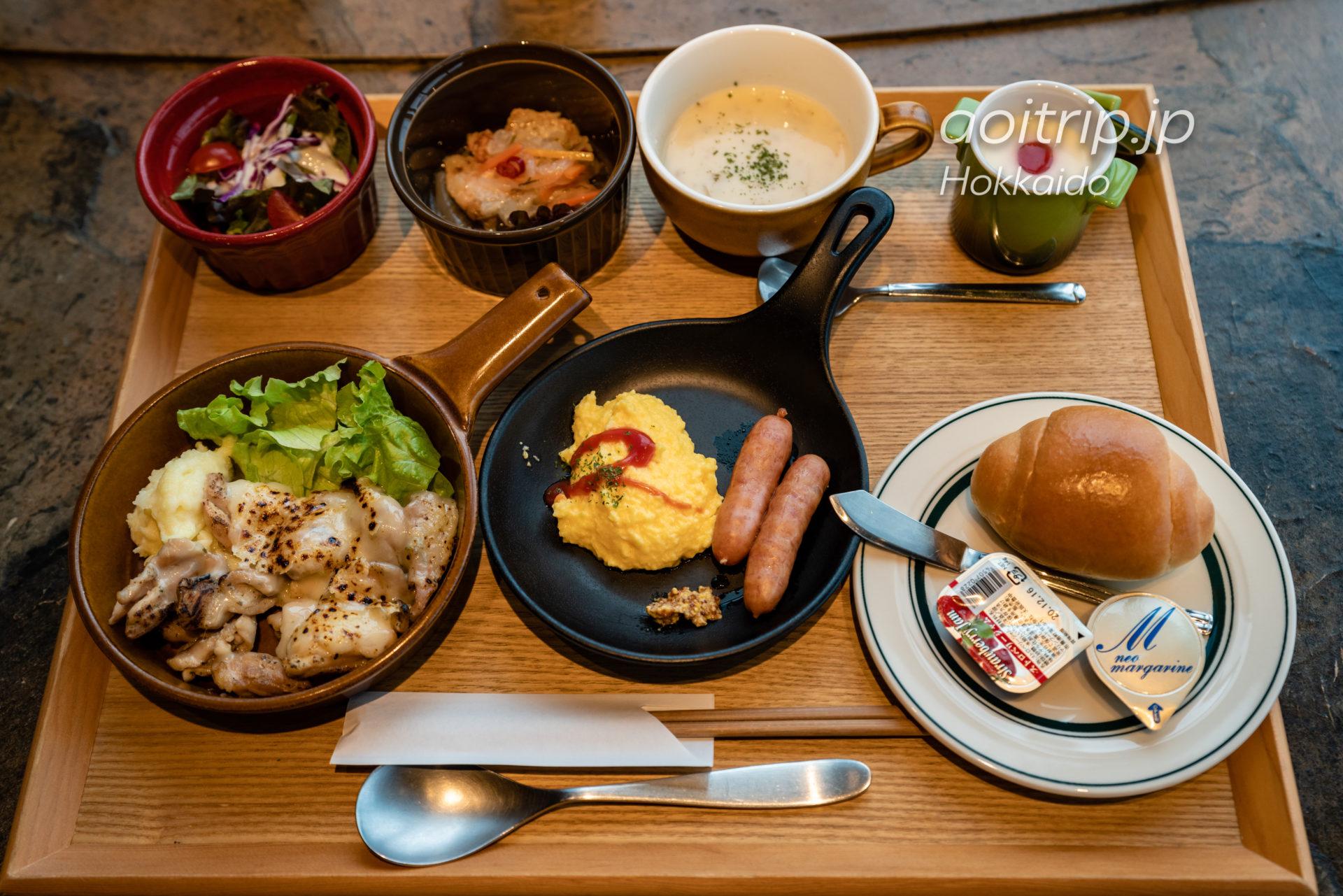 星野リゾートトマム〜鉄板焼きの店〜 GRILLED・AGIの朝食 中札内鶏のグリル ラクレットチーズがけ